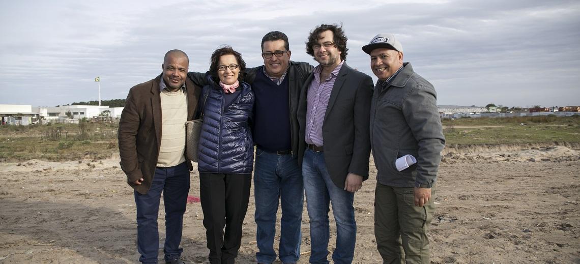 Nívea Oppermann with city officials of Rio Grande. Photo by Mariana Gil/WRI Brasil Sustainable Cities.