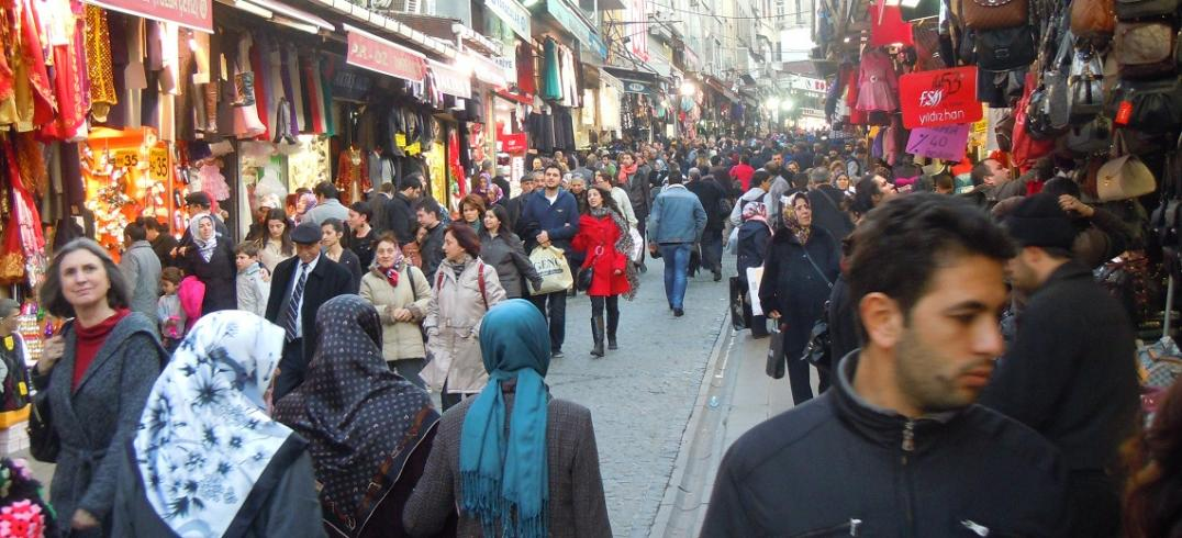 Pedestrianization in Istanbul, Turkey's Historic Peninsula. Photo by Clayton Lane/EMBARQ.