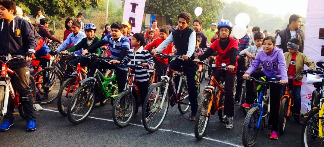 Cycle Rally at First Raahgiri Day. Photo by EMBARQ.